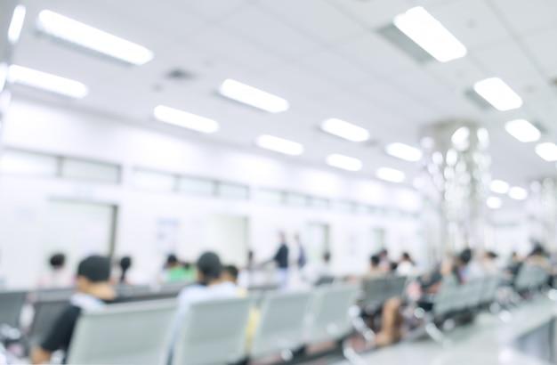 Interior borrado do hospital ou clínico com povos - fundo médico abstrato. Foto Premium