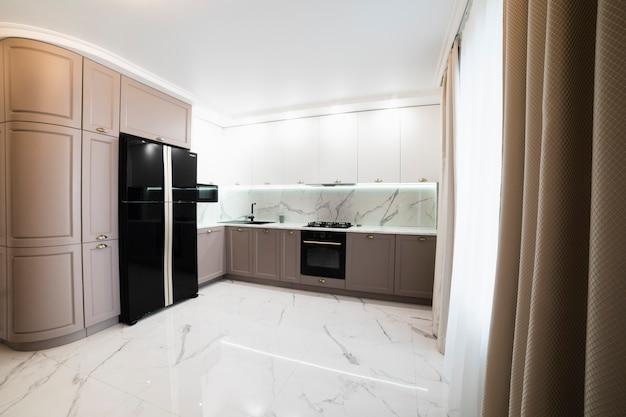 Interior da cozinha mobilada moderna Foto gratuita