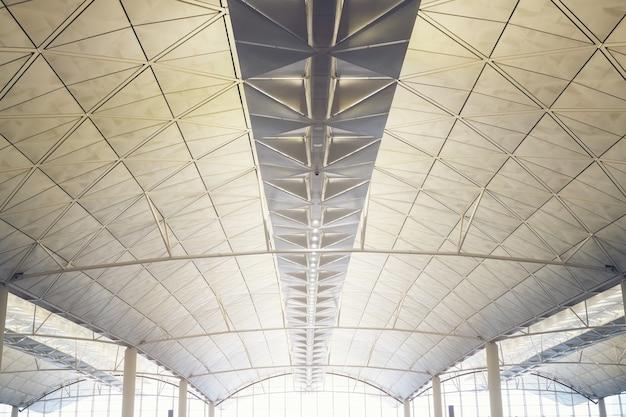 Interior, de, a, modernos, centro comercial, de, hongkong, aeroporto, estação metrô, teto, de, modernos, predios Foto Premium