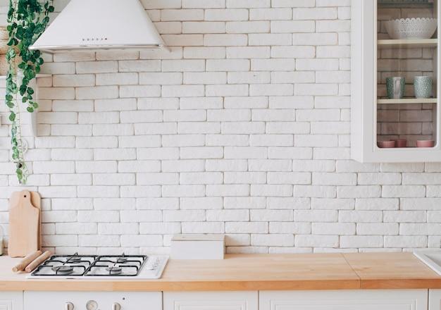 Interior de cozinha moderna e branca Foto Premium