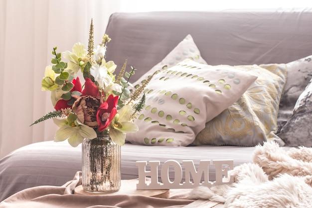 Interior de primavera em casa na sala de estar Foto gratuita