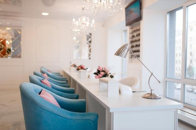 Interior de salão de beleza, serviço profissional de manicure e pedicure Foto Premium