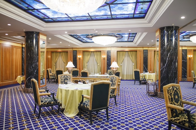 Interior de um hotel premium de cinco estrelas. Foto Premium