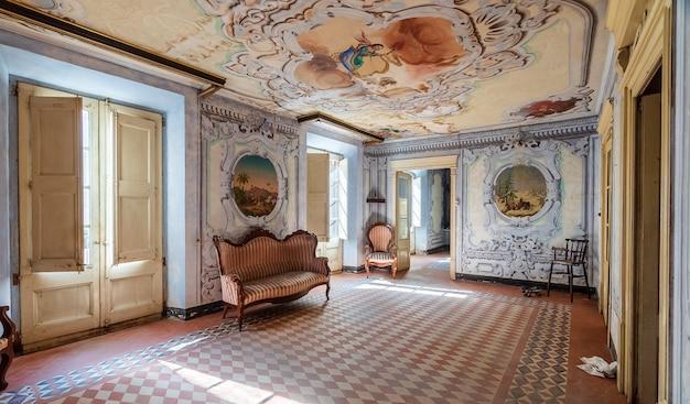 Interior de uma mansão luxuosa e antiga Foto Premium