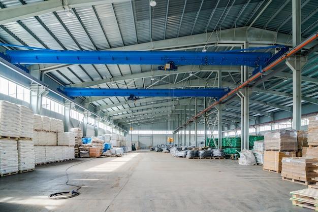 Interior do novo armazém Foto gratuita