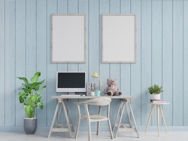 Interior moderno do escritório domiciliário com paredes azuis e um cartaz vertical moldado. renderização em 3d Foto Premium