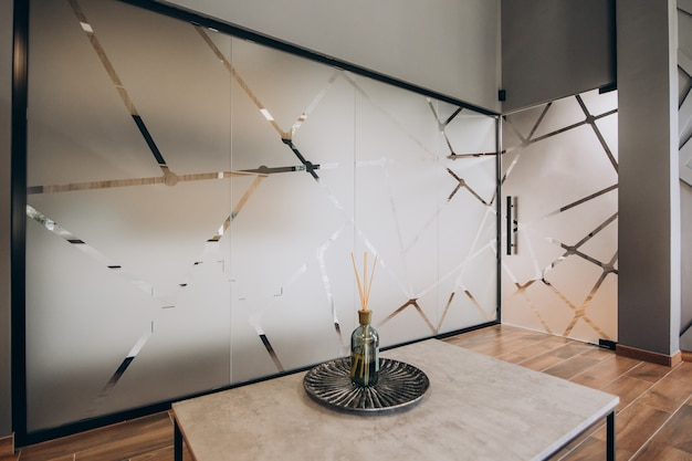Interior plano vazio com elementos de decoração Foto gratuita