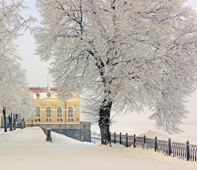 Inverno, cidade de rybinsk, rio volga, propriedade memorial. Foto Premium