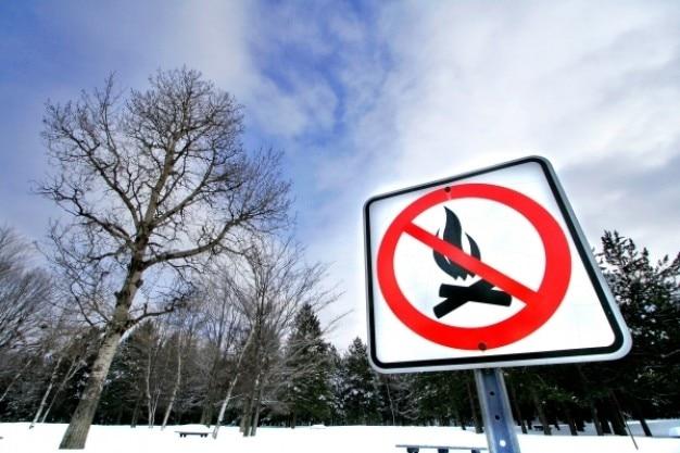 Inverno sinal de alerta fogueira Foto gratuita