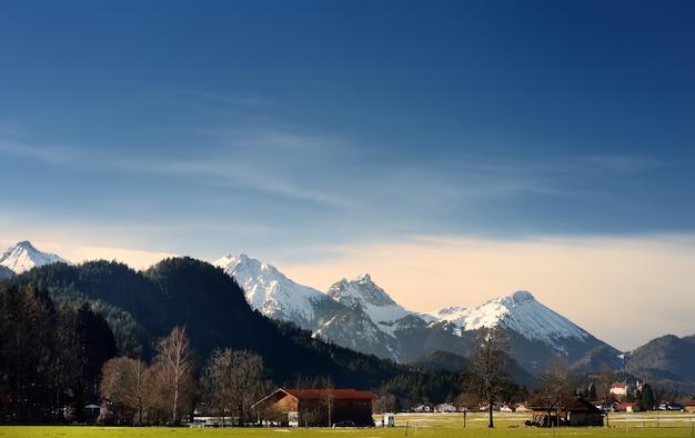 Inverno, vista, de, a, alpes, montanha, localizado, perto, fussen, cidade Foto Premium