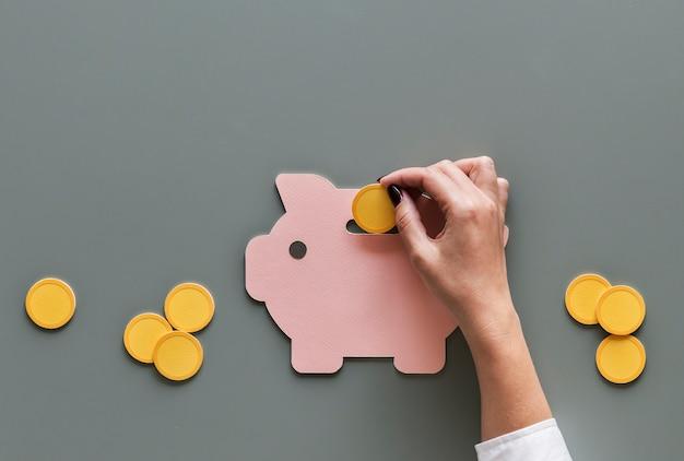 Investimento futuro da poupança do dinheiro do mealheiro Foto Premium