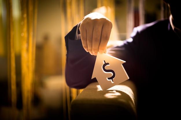Investir em imóveis para o futuro, família e educação, crédito e bancário, espaço de cópia. Foto Premium