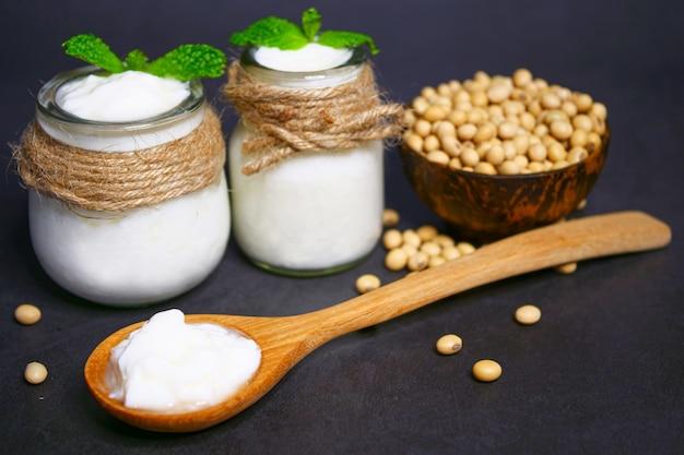 Iogurte caseiro de leite de soja Foto Premium