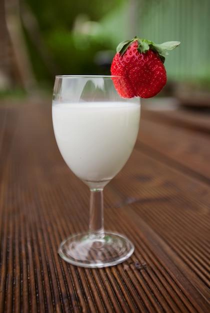 Iogurte com morango Foto Premium