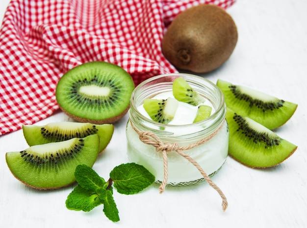 Iogurte kiwi Foto Premium