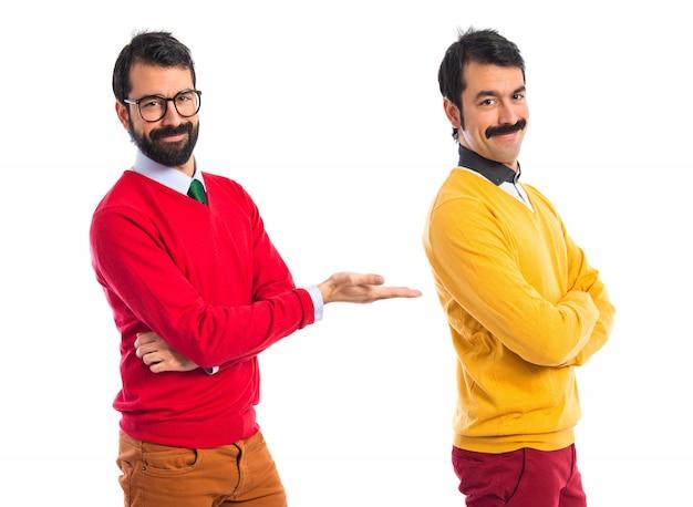 Irmãos gêmeos Foto gratuita