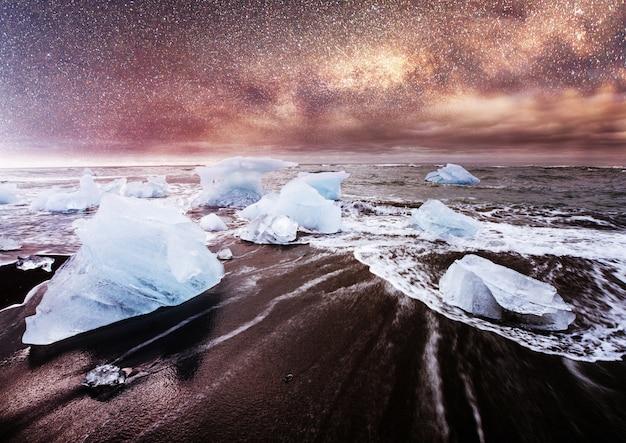 Islândia, lagoa de jokulsarlon, imagens bonitas da paisagem fria da baía da lagoa da geleira islandesa, Foto gratuita