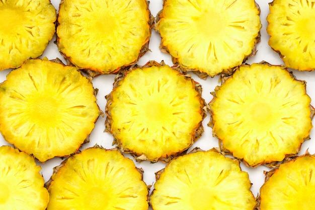 Isolado de abacaxi fruta cortada em branco Foto Premium