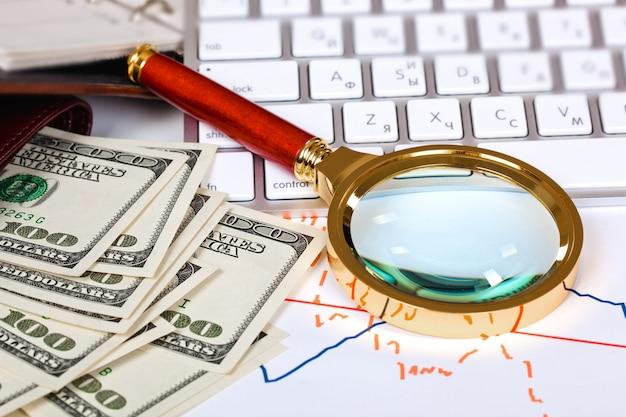 Itens para fazer negócios no escritório em cima da mesa Foto Premium