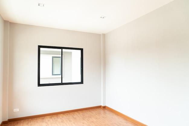 Janela de vidro vazia e porta em casa Foto Premium