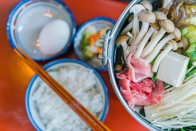 Japonês sukiyaki hot Foto gratuita