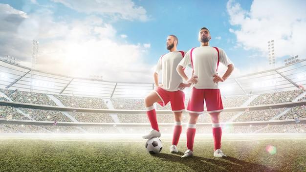 Jogador de futebol dois no estádio. Foto Premium