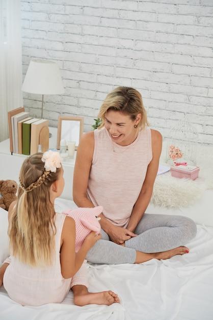 Jogando mãe e filha Foto gratuita