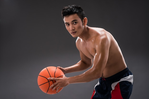 Jogar basquete Foto Premium