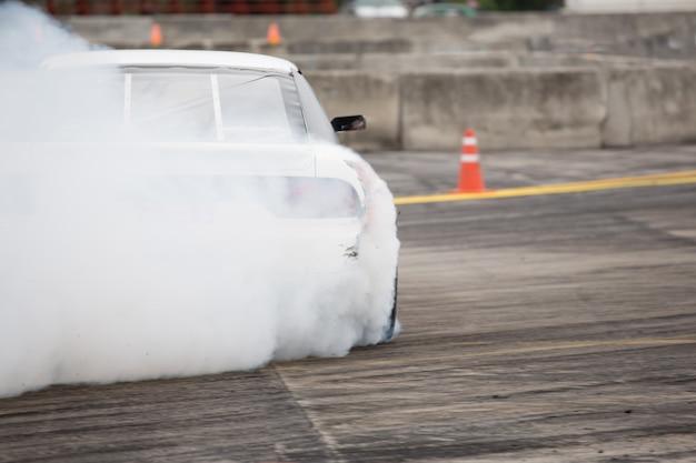 Jogo de corrida de corrida de pista / motorista deriva de carro - carro à deriva Foto Premium