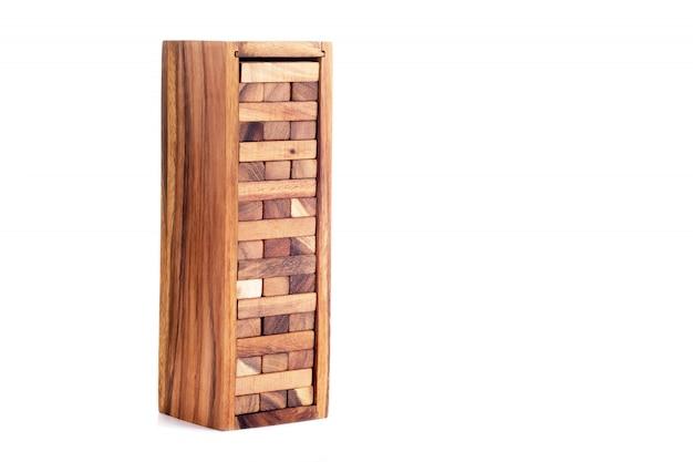 Jogo de jenga. blocos de madeira isolados. Foto Premium