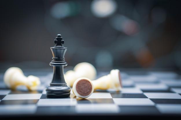 Jogo de tabuleiro de xadrez para conceitos de liderança Foto Premium