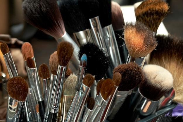 Jogo, de, um, cosméticos, escovas Foto Premium