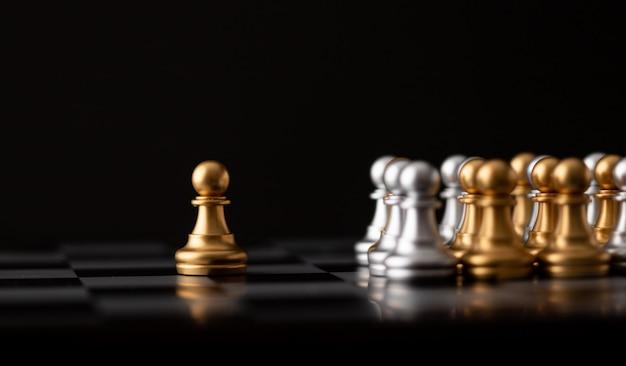 Jogo de xadrez de ouro é o líder Foto Premium