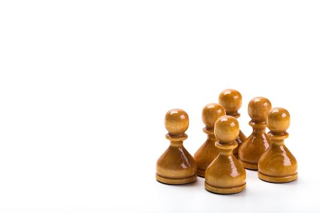 Jogo de xadrez ou peças de xadrez com fundo branco Foto Premium