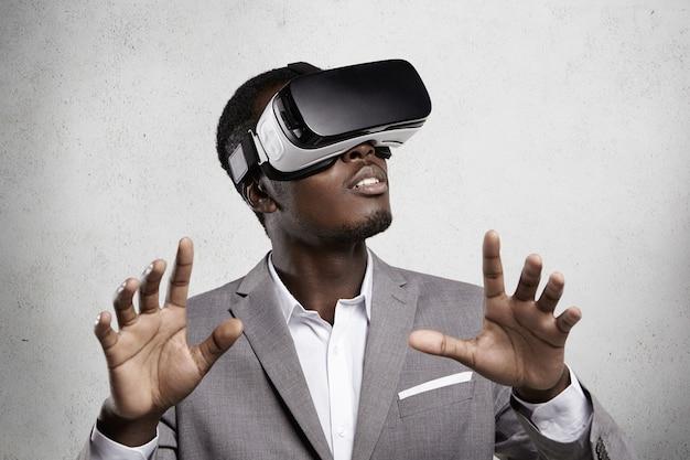 Jogos, tecnologia 3d e ciberespaço. Foto gratuita