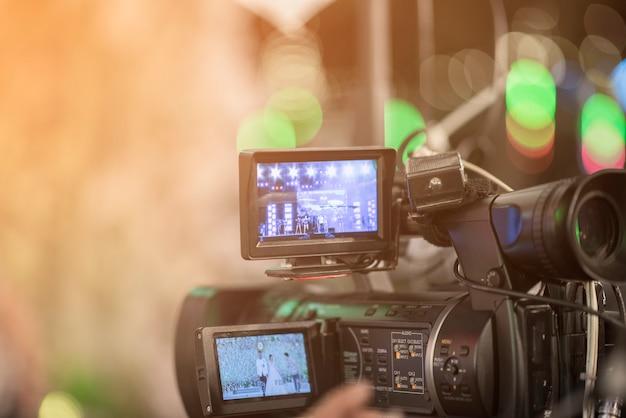 Jornalistas estão gravando conferência de reunião Foto Premium