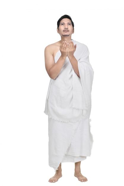 Jovem asiático hajj peregrino rezando Foto Premium