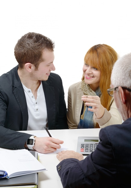 Jovem casal comprando uma casa Foto Premium