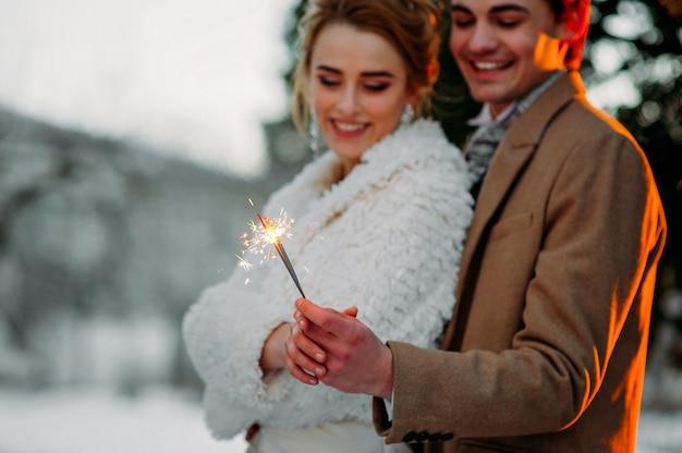 Jovem casal no inverno Foto Premium