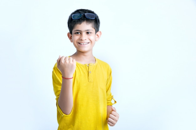 Jovem criança indiana multi expressões Foto Premium