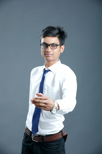 Jovem empresário indiano Foto Premium