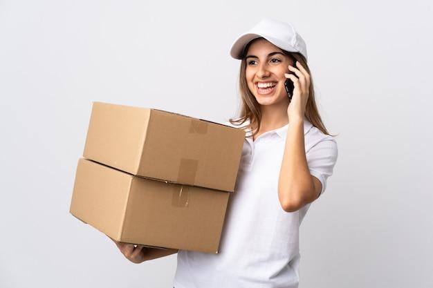 Jovem entregadora segurando caixas Foto Premium