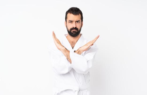 Jovem fazendo karatê isolado não fazendo nenhum gesto Foto Premium