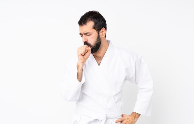 Jovem fazendo karatê sobre fundo branco isolado está sofrendo com tosse e se sentindo mal Foto Premium