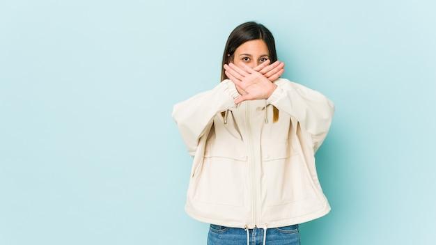 Jovem fazendo um gesto de negação Foto Premium