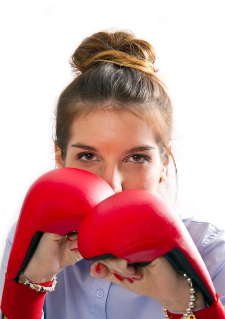 Jovem garota com luvas de boxe Foto Premium