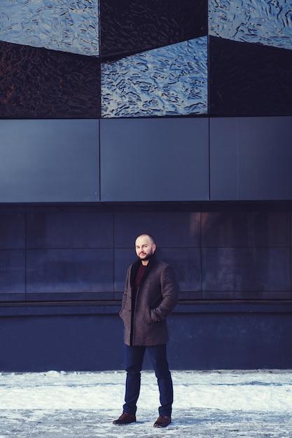 Jovem homem bonito Foto Premium