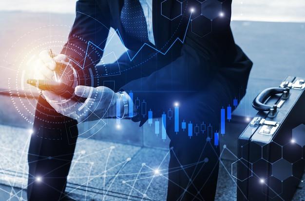 Jovem investidor ou homem de negócios usando telefone celular com conexão de rede global gráfica Foto Premium