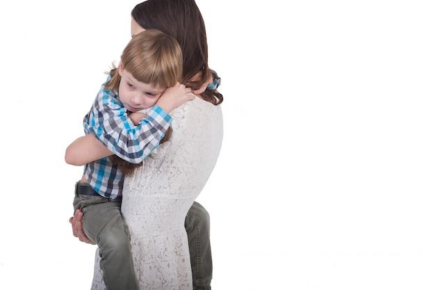 Jovem, mãe, segurando, dela, filho, em, dela, braços Foto Premium