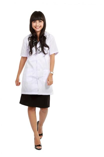 Jovem médico permanente comprimento total Foto Premium